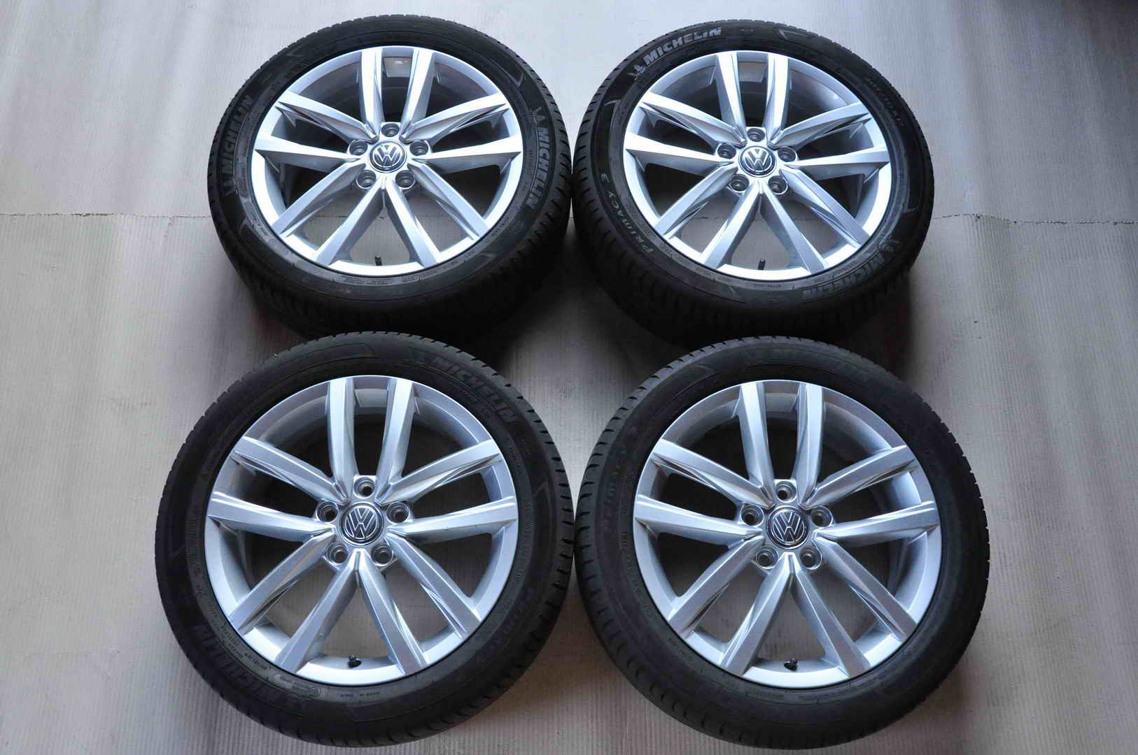 Roti Vara Vw Golf Jetta Caddy 6J 17 inch ET50 2K5601025N Michelin 205.50.R17 01